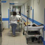 Un corridoio con due pazienti in barella all'interno del pronto soccorso dell'ospedale Galliera, Genova, 29 giugno 2012. ANSA/LUCA ZENNARO
